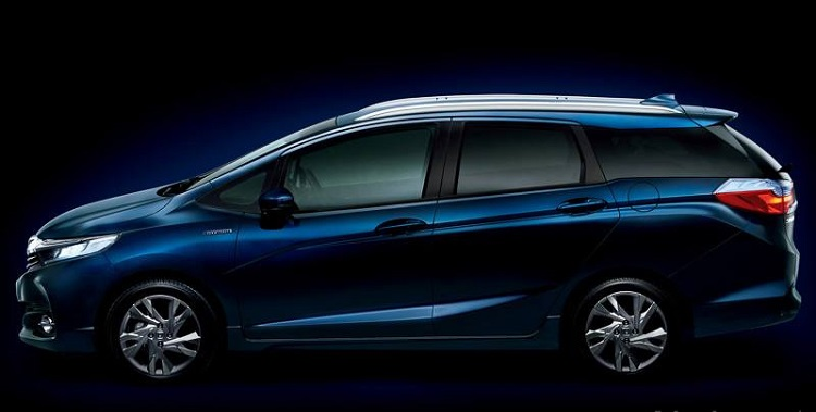 2016 Honda Fit Shuttle side view