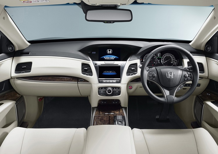 2016 Honda Legend interior