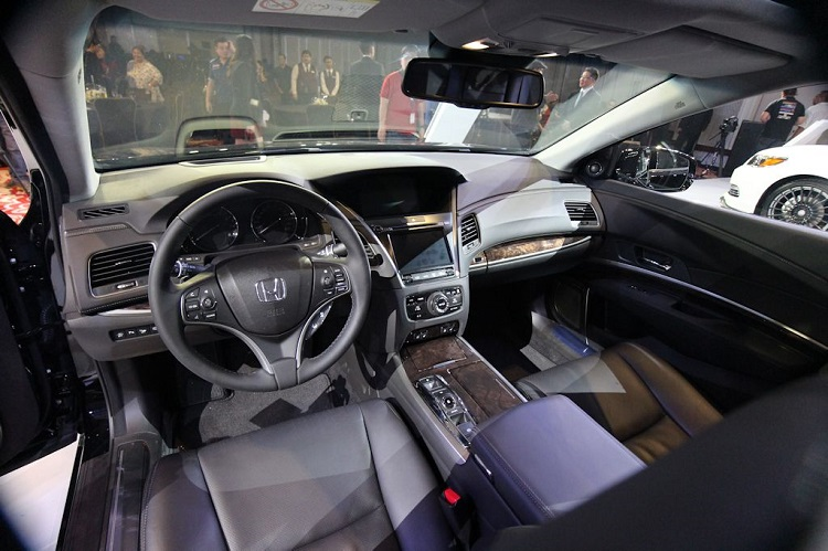 2017 Honda Legend interior