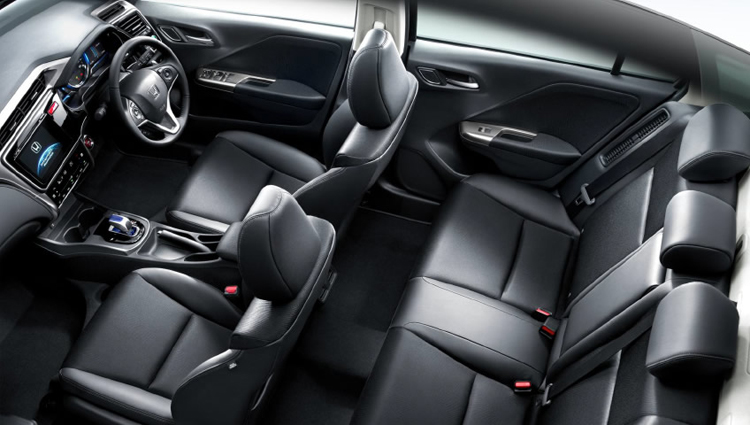 2017 Honda Grace seats
