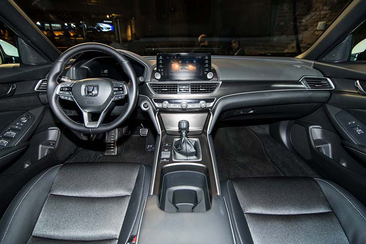 2018 Honda Accord Sport interior